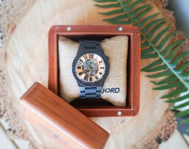 Wooden Watches: This Spring's Must-Have!